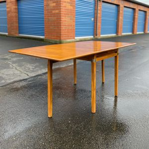 Beautiful Vintage Teak Extendable Drop-Leaf Dining Table And Chairs By Hickory for Sale in Auburn, WA