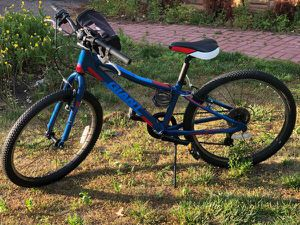Young Adult Bike in Excellent Condition for Sale in Woodmere, NY
