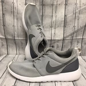 NIKE Women's Roshe One, Gray, Size 6Y Preowned for Sale in Anaheim, CA