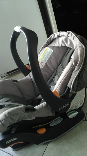 Chicco keyfit 30 infant car seat with base for Sale in Compton, CA