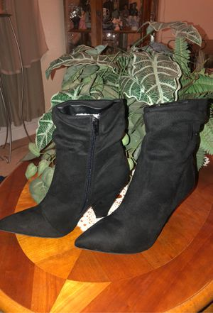 New black boots for the winter time size 9 $12 for Sale in Fresno, CA