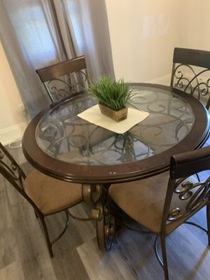 Dining room set - 4 chairs and a table. for Sale in Chelmsford, MA
