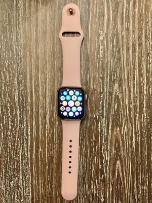 Apple Watch 4 (40mm) for Sale in Menifee, CA