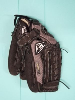 Softball/baseball glove FREE GLOVE OIL WITH PURCHASE for Sale in Hillsboro, OR