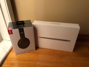 Sealed in box macbook air 13 in. Space grey 128gb with FREE beats for Sale in Ferndale, MI