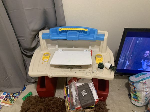 Kids desk/ free kid stuff