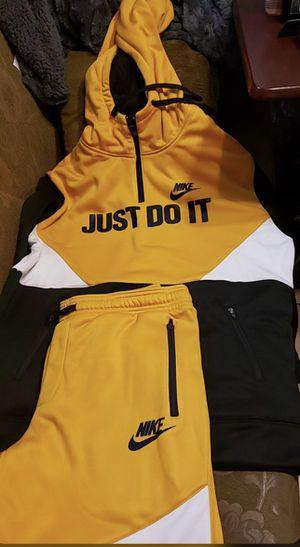 Nike sweatsuit size medium for Sale in Arlington, VA