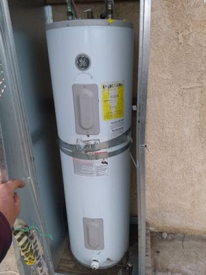 GE electric 40 gal.hot water heater for Sale in Beaumont, CA