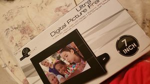 Digital Picture Frame 7 Inch for Sale in Fresno, CA