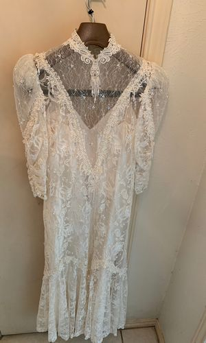 Awesome wedding dress with pearl and lace for Sale in Duncanville, TX