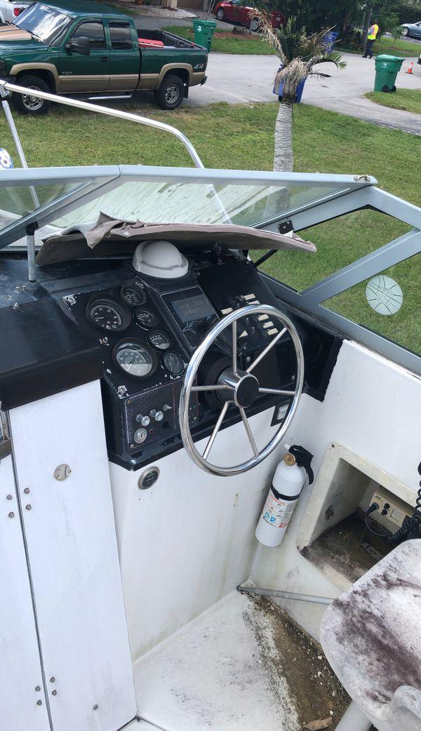 1989 boat for sale . 24 bayliner make an offer