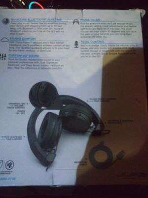 Studio wireless headphones for Sale in Cleveland, OH