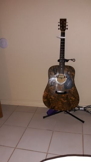 Montana camo acoustic guitar for Sale in Lindale, TX