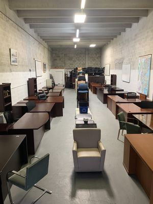 Office Furniture Used but PERFECT CONDITION ALL SIZES & ALL BUDGETS! DESKS CHAIRS SHELVES FILE CABINETS COME AND VISIT! for Sale in Doral, FL