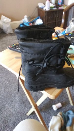 Snow boots kids size 9 for Sale in Cleveland, OH