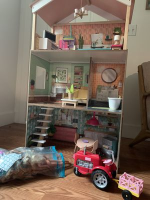 Like New! Perfect condition doll house for Sale in Coronado, CA