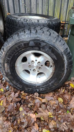 JEEP tires 32x11.50 r15 tires and aluminum rims for Sale in Kent, WA