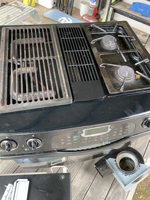 FREE!! Jenn-Air Gas Stove & GE Microwave for Sale in Oceanside, CA