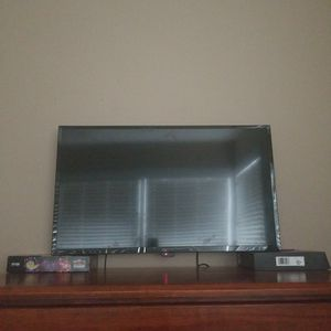 Insignia 1080p 60hz 30inch TV And Roku for Sale in Arlington Heights, IL