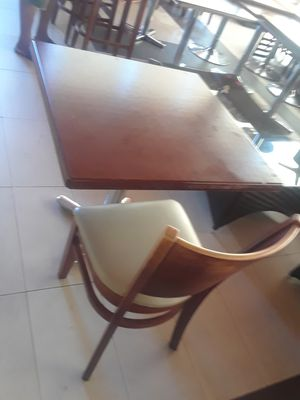 Table 4 chair for Sale in Altamonte Springs, FL