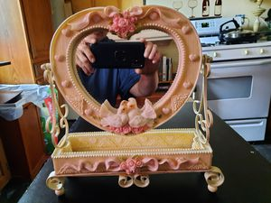 Jewelry/makeup holder for Sale in Painesville, OH