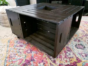 Coffee table with wheels and tons of storage space for Sale in Palm Springs, FL