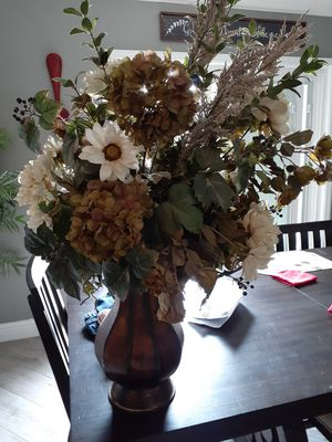 Big Artificial flowers with vase for Sale in Fresno, CA