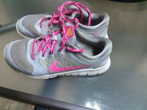 Girls NIKE's SIZE 13.5--FREE for Sale in Charlotte, NC