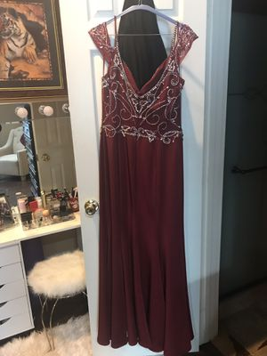 Burgundy formal dress XL used once already dry cleaned and ready to go $90 for Sale in Houston, TX