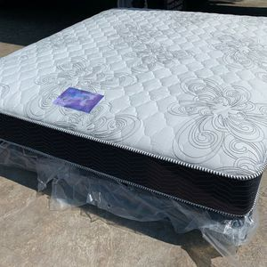 Cal King Chiro Supreme Plush Mattress And Boxspring! for Sale in Norco, CA