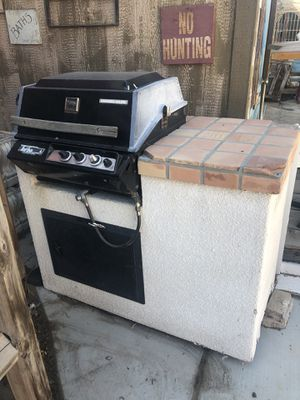 FREE REALLY NICE BARBECUE UNIT for Sale in Las Vegas, NV