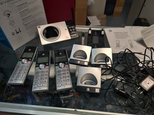 AT&T DECT 6.0 Expandable Cordless Phone with Answering System, Silver/Black with 4 Handsets for Sale in Northlake, IL