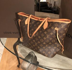 LV Neverfull mm for Sale in Seattle, WA