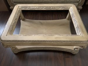 Coffee table without glass for Sale in Lewis Center, OH