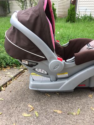 Baby car seat for Sale in Garden City, MI