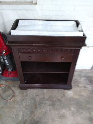 Baby changing table/ dresser w pads for Sale in GILLEM ENCLAVE, GA