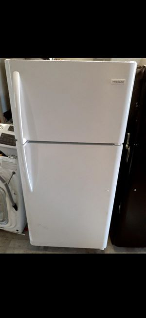 New Frigidaire Refrigerator 18 Cubic Feet for Sale in Artesia, CA