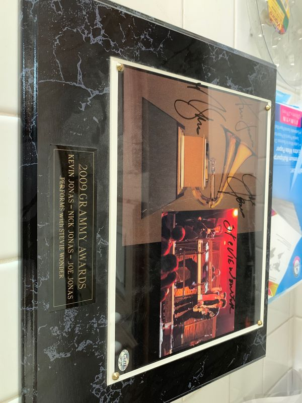 2009 Grammy Awards Plaque Signed By Jonas Brothers / Stevie Wonder