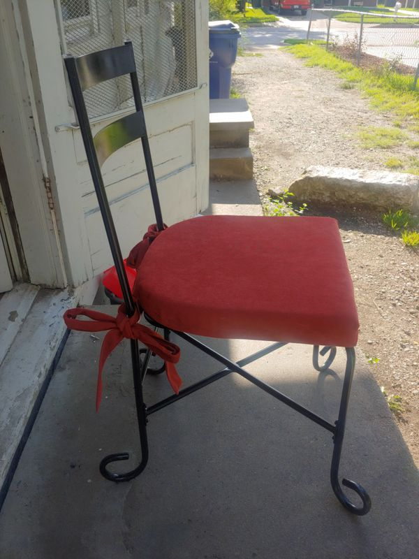4 matching patio chairs