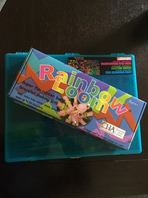 Rainbow Loom and assorted bands and clips in storage container for Sale in Fife, WA