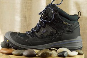 """Women's """"Keen"""" hiking boots (water proof) size 9 for Sale in Chillum, MD"""