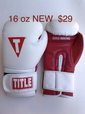 New TITLE Essential 16 oz Boxing Gloves for Sale in San Clemente, CA
