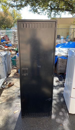 Metal cabinet for Sale in Fresno, CA