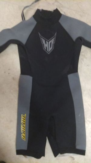 Junior size 14 wersuit for Sale in Carlsbad, CA