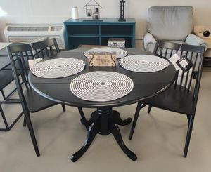 New Double Leaf Dining Table Set for Sale in Murfreesboro, TN