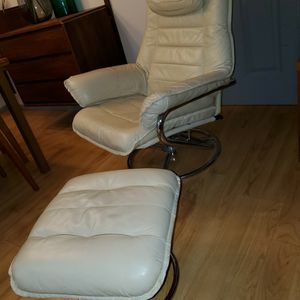 Mid Century Modern Stressless Recliner Chair with Ottoman by Chair Works for Sale in Kent, WA