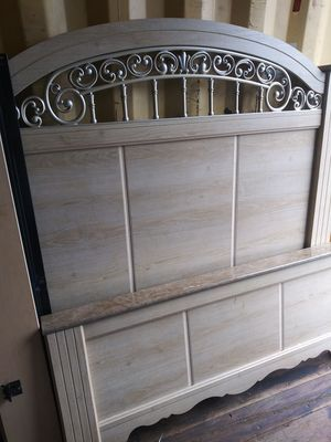 Queen size bed frame for Sale in Philadelphia, PA