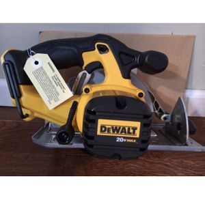 Vendo herramientas nuevas Brand New Dewalt 20 Volt 20v Max Lithium Ion Cordless Circular Saw DCS393 for Sale in US