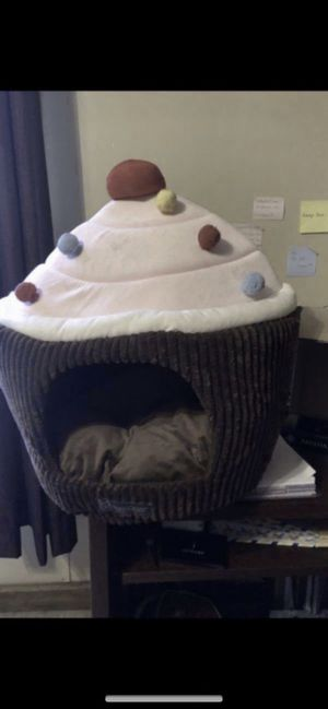Cat or small dog house LOCATION SPARTANBURG SOUTH CAROLINA CAN SHIP for Sale in Pacolet, SC