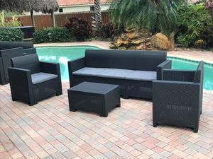 All resin without metals / Furniture / Patio furniture / outdoor furniture / Muebles de patio /patio set for Sale in Miramar, FL